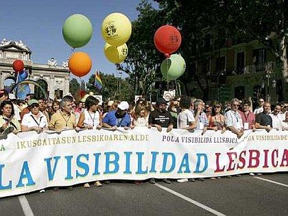 Cabeza desfile Orgullo Gay Madrid 080705